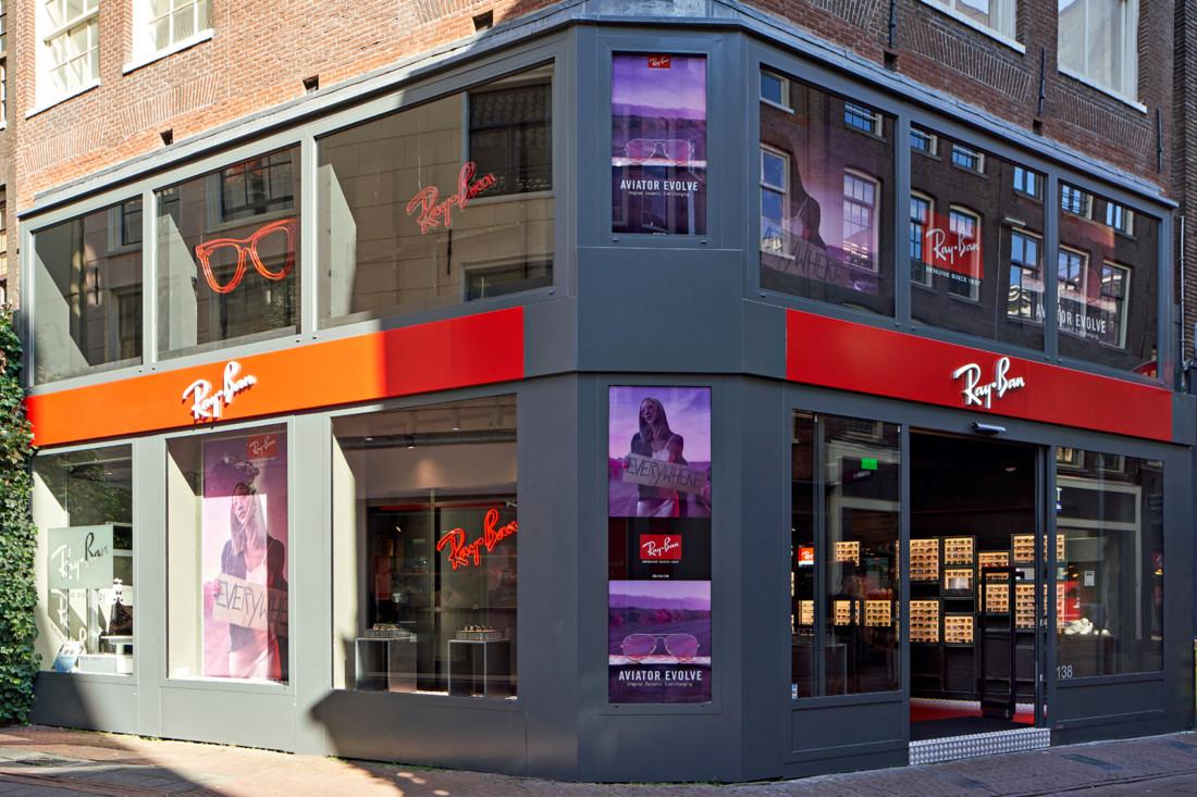 cf16f6105cff47 Ray-Ban opent eigen winkel in Amsterdam • Nieuws - De Opticien