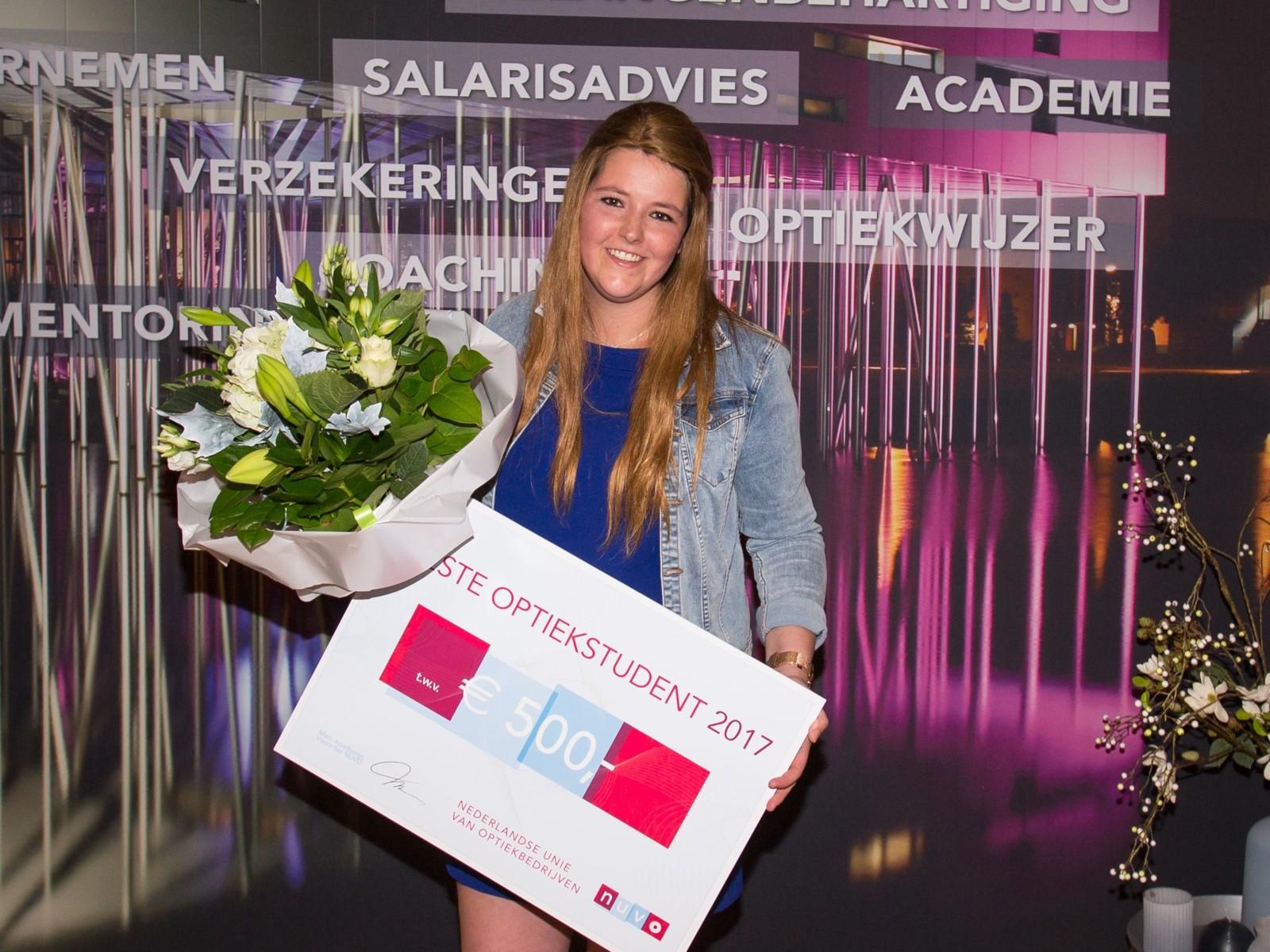 88764243fc3214 Beste Optiekstudent 2017  Sophie van Hooijdonk • News - De Opticien